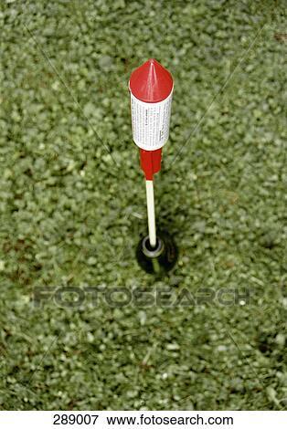 Immagine razzo bottiglia mirato per lancio su erba for Cerca per foto