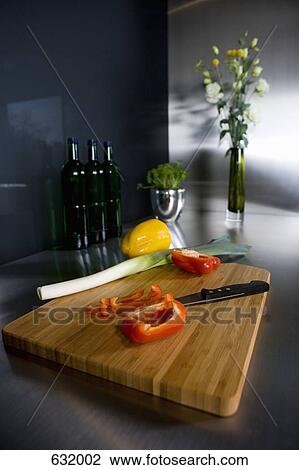 banque de photo nature morte de a planche d couper a couteau cuisine et l gumes. Black Bedroom Furniture Sets. Home Design Ideas