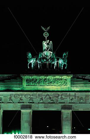 bilder nacht beleuchtung deutschland europa denkmal berlin brandenburger tor f0002818. Black Bedroom Furniture Sets. Home Design Ideas