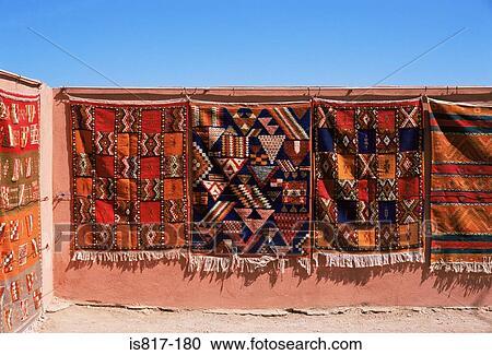Archivio fotografico tappeti appendere uno parete - Isolare parete interna a nord ...