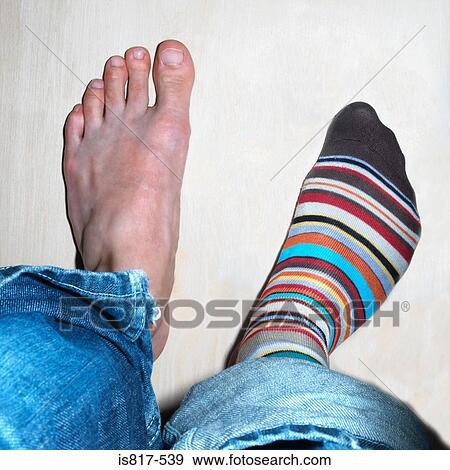 фото как девушки нюхают носки