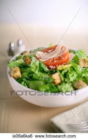 banque d 39 images bol salade sur table is09a6ka6 recherchez des photos des images des. Black Bedroom Furniture Sets. Home Design Ideas