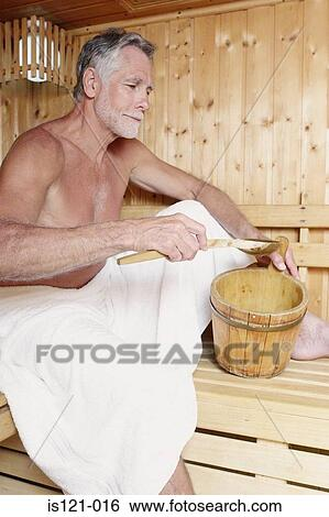 stock bilder mann entspannen in sauna is121 016 suche stockfotografie posterbilder. Black Bedroom Furniture Sets. Home Design Ideas