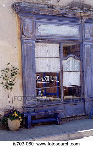 Banques de photographies la maison bleue nr luberon is703 060 recherchez des photos des - Maison bleue mobel ...