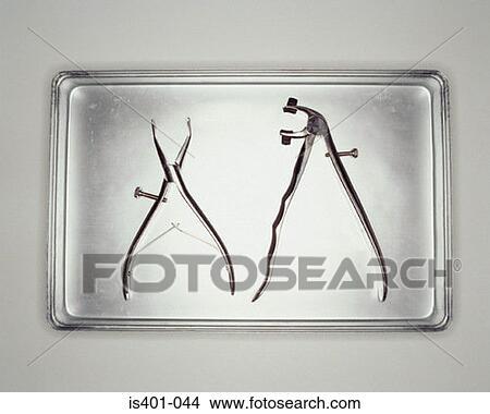 stock foto medizinische werkzeuge auf metall beh lter is401 044 suche stockbilder. Black Bedroom Furniture Sets. Home Design Ideas