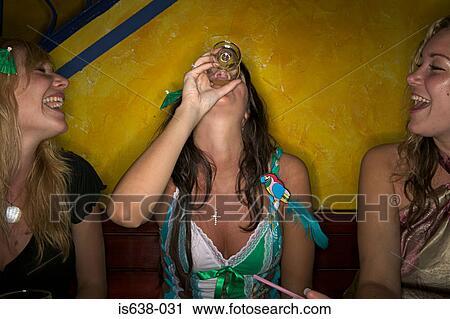 Фото пьяных теток голых 98786 фотография