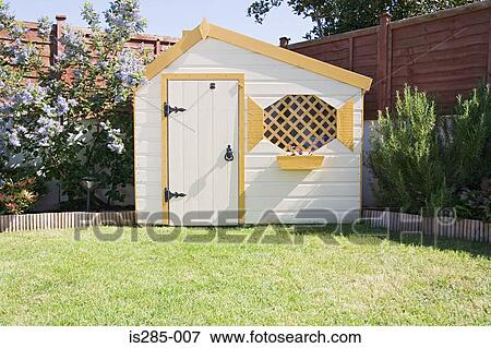 Image hangar dans a jardin is285 007 recherchez des for Hangar jardin