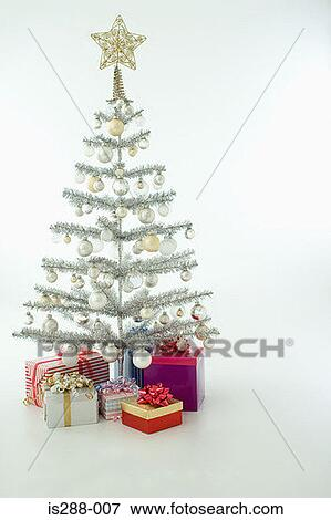 bild weihnachtsbaum mit geschenke is288 007 suche. Black Bedroom Furniture Sets. Home Design Ideas