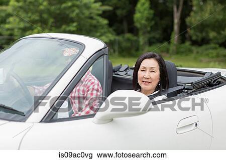 banque de photo couple appr cier lentement conduire. Black Bedroom Furniture Sets. Home Design Ideas