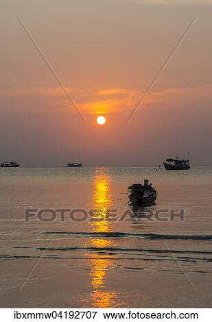 Picture of south china sea at sunset with boats gulf of thailand picture south china sea at sunset with boats gulf of thailand koh tao publicscrutiny Images