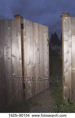 Archivio fotografico primo piano di un aperto legno for Disegni di casa piano aperto