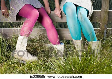 Banque d 39 image filles porter collants s ance sur a for Collant mural francais