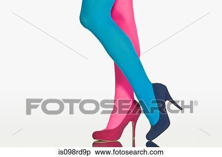 Banque d 39 image femme contraster collants et for Collant mural francais
