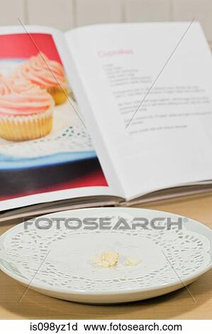 Plate With Crumbs Food And Used Fork Stock Photo - Image of empty, dinner: 40710026 |Empty Plate With Crumbs Clipart