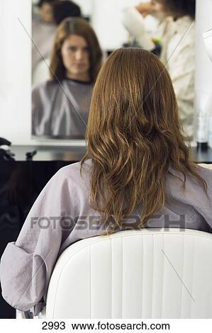 banque de photo coiffeur s cher s choir femme cheveux s che cheveux dans salon vue. Black Bedroom Furniture Sets. Home Design Ideas