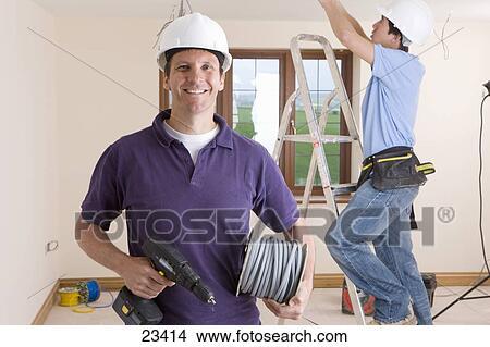 Colecci n de foto sonriente electricista tenencia for Trabajo de electricista en malaga