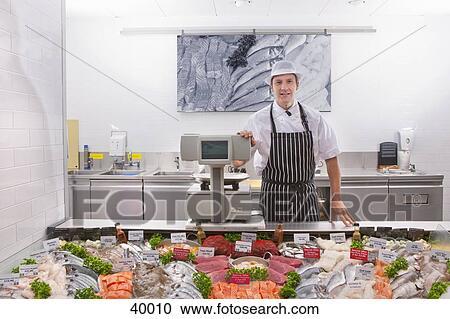banques de photographies poissonnier dans poisson frais d partement de supermarch 40010. Black Bedroom Furniture Sets. Home Design Ideas