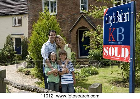 House with sold sign pictures
