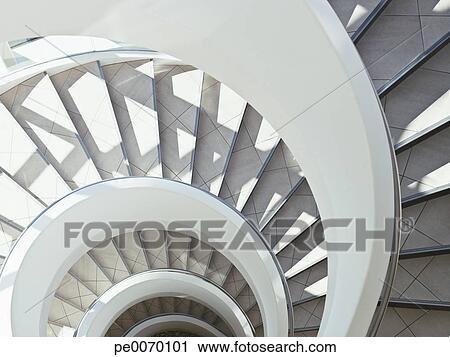 Banques de photographies directement moderne escalier for Escalier spirale