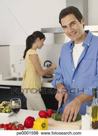 images couple pr paration repas ensemble dans moderne cuisine pe0001598 recherchez des. Black Bedroom Furniture Sets. Home Design Ideas