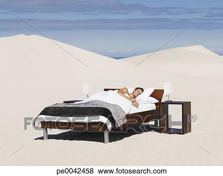bilder a mann schlafen in a bett drau en pe0042458 suche stockfotos bilder print. Black Bedroom Furniture Sets. Home Design Ideas