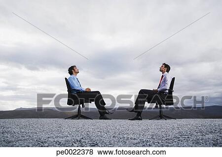 Fotos dos hombres se sentar en la oficina sillas aire for Ver videos porno en la oficina