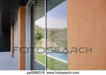 Banque d 39 images ext rieur de verre murs de moderne for Banque exterieur d algerie