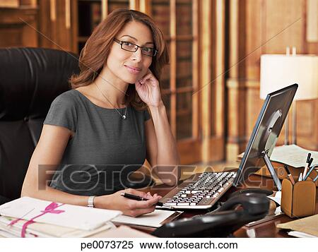 Фото женщины в офисе 12195 фотография