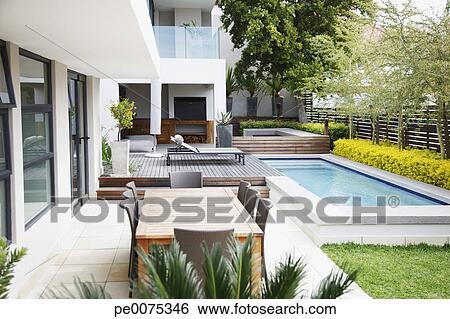 Archivio di immagini moderno patio accanto a piscina for Disegni di casa patio