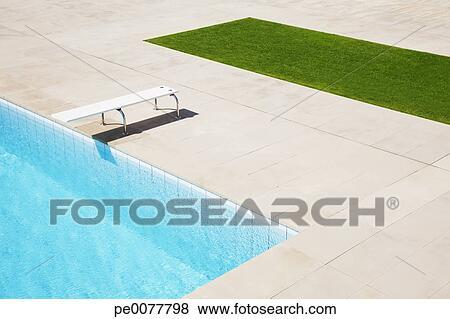 images plongeoir sur piscine pe0077798 recherchez des photos des images des. Black Bedroom Furniture Sets. Home Design Ideas