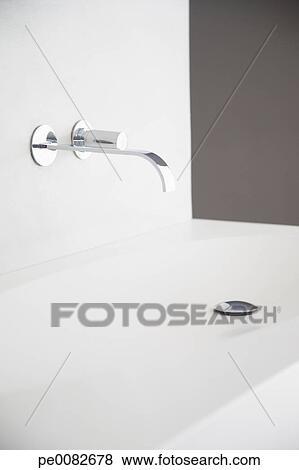 Immagini moderno bagno rubinetto e lavandino pe0082678 cerca archivi fotografici - Rubinetto lavandino bagno ...