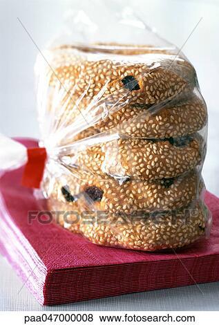images raisin sec s same biscuits dans sac plastique gros plan paa047000008 recherchez. Black Bedroom Furniture Sets. Home Design Ideas