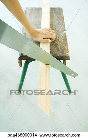 Colecci n de foto mujer cortar con la sierra madera - Sierra de mano para madera ...