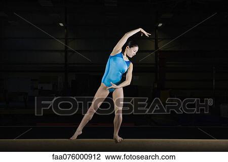 Images Photos de Gymnaste nue silhouette 33 photos et