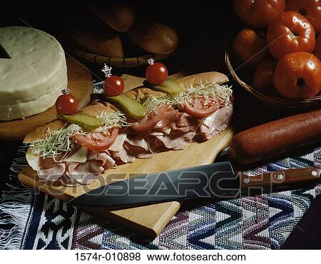 images sandwich sous marin sur a planche d couper 1574r 010898 recherchez des photos des. Black Bedroom Furniture Sets. Home Design Ideas