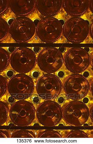 banque d 39 images bouteilles de doux blanc monbazillac vin les ch teau monbazillac. Black Bedroom Furniture Sets. Home Design Ideas