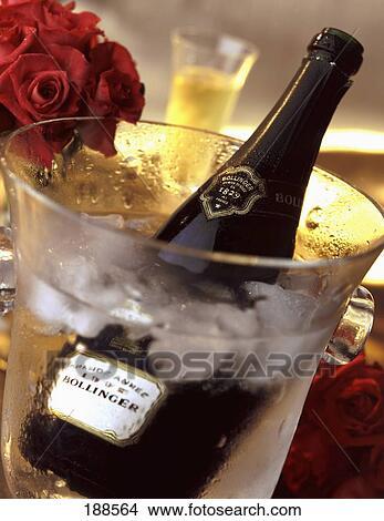 Banque de photo bouteille de champagne bollinger dans une seau glace - Grand seau a champagne ...