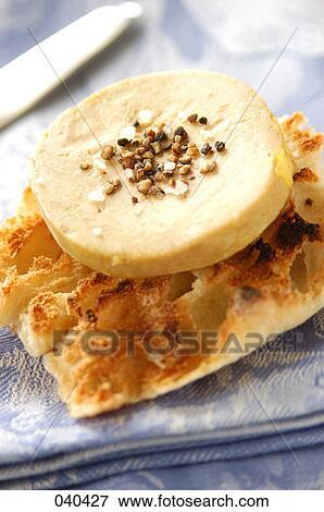 Image oie gras foie sur toast cras grains poivre et sel marin - Dosage sel et poivre pour foie gras ...