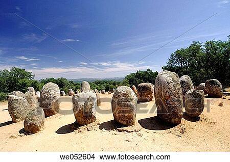 coleccin de foto el cromlech de almendres arqueolgico paisaje alentejo portugal