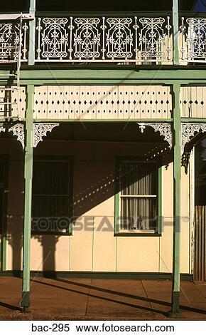 Stock bild ansicht von veranda und balkon von alt australisch haus bac 295 suche - Balkon veranda ...