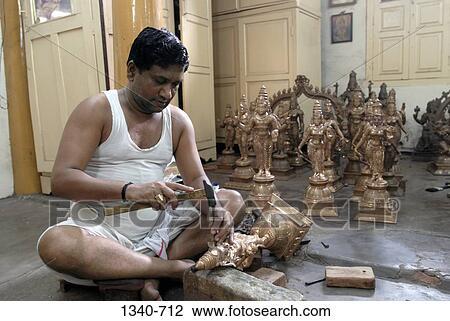 Stock foto ambachtsman vervaardiging brons beeldhouwwerken swamimalai thanjavur tamil - Muurschildering volwassen kamer ...