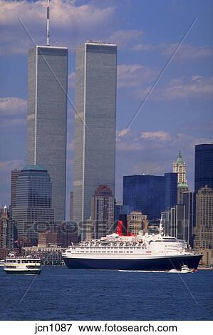 Picture of Queen Elizabeth II with World Trade Center twin towers ...