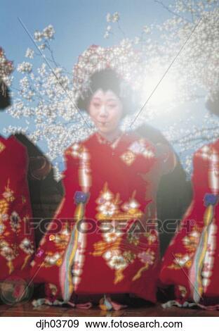 Fille DE Geisha Nue Avec Sushi photos - FreeImagescom