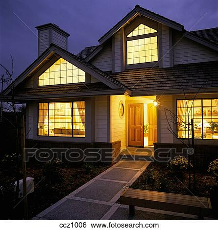 Archivio di immagini riscaldare luce gialla shines - Riscaldare casa ...