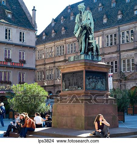 banque de photo france alsace strasbourg gutenberg monument et chambre commerce. Black Bedroom Furniture Sets. Home Design Ideas