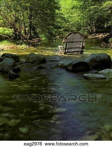 Immagini un sedia esterna o divano fatto di salici - Divano poco profondo ...