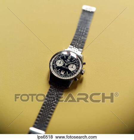 bilder breitling schweizerisch chronograph armbanduhr mit vorgew hlter fokus auf gelber. Black Bedroom Furniture Sets. Home Design Ideas