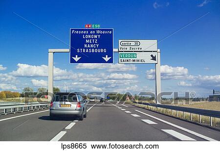 banque d 39 image voitures et panneaux signalisations sur autoroute lorraine france lps8665. Black Bedroom Furniture Sets. Home Design Ideas