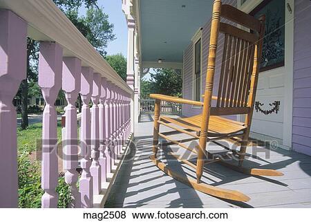 Bilder schaukelstuhl auf vorhalle viktorianische for Alte schaukelstuhl