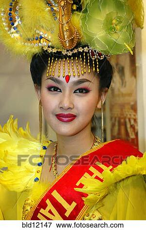 Picture Of Girl From Taiwan In National Garb Asian Beauty